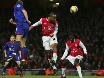 Huyền thoại Arsenal Thierry Henry muốn đến MU, bị Sir Alex xử phũ