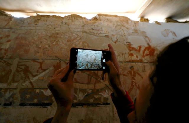 Βρέθηκε τάφος ηλικίας 4.400 ετών με υπέροχες τοιχογραφίες στην Αίγυπτο (βίντεο)