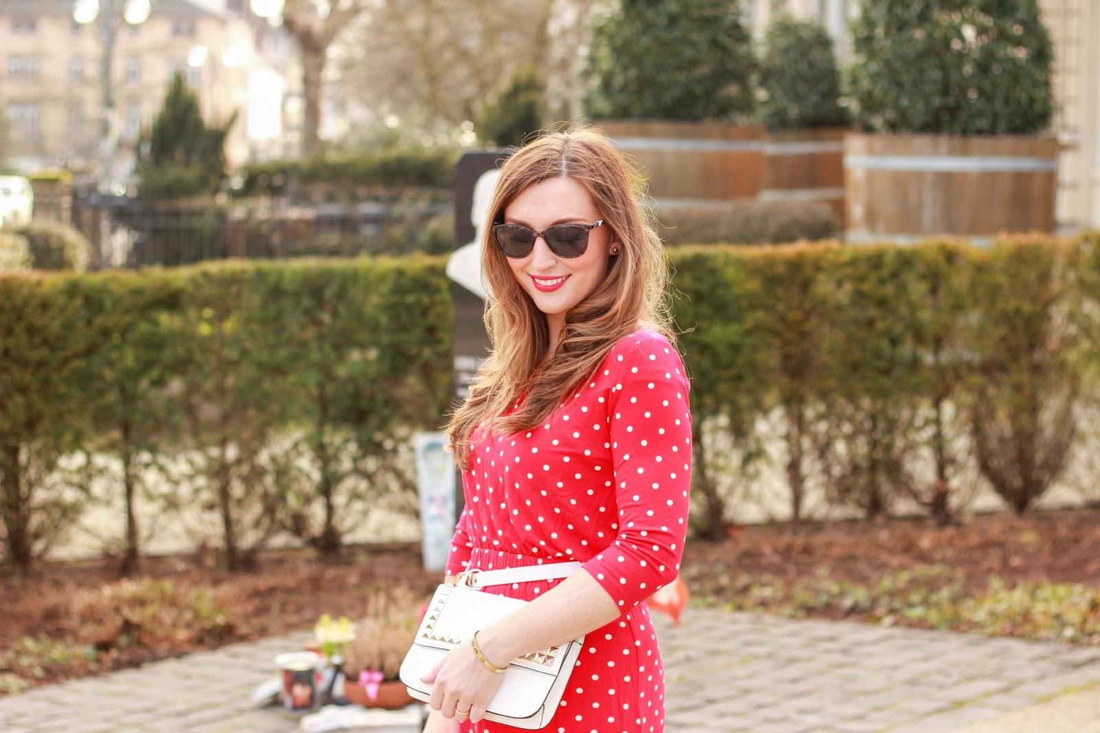 Fashionstylebyjohanna - Rotes Pünktchenkleid von Conleys - Conleys Outfit . Streetstylle - Lifestyleblogger- Fashionblogger aus Deutschland