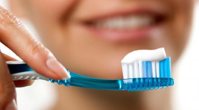 Karies gigi bisa sebabkan bau mulut