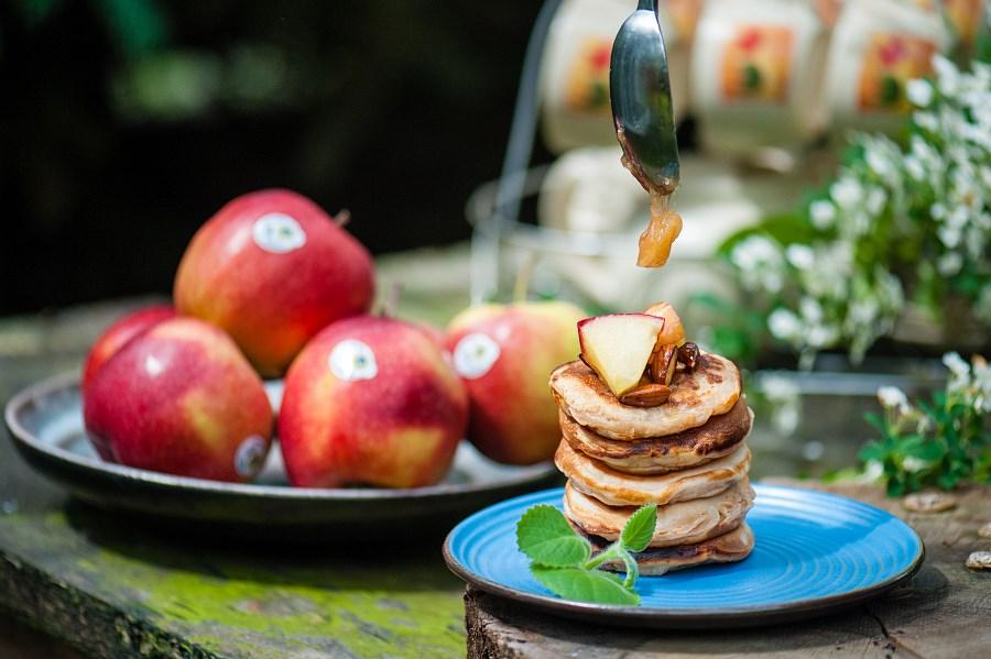 Racuchy-na-maslance-z-karmelizowanymi-jablkami