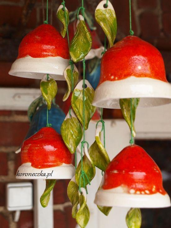 Dzwonki ceramiczne - czerwone z zielonymi listkami