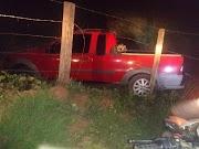 POÇÃO DE PEDRAS - Motorista perde controle e carro cai dentro de açude