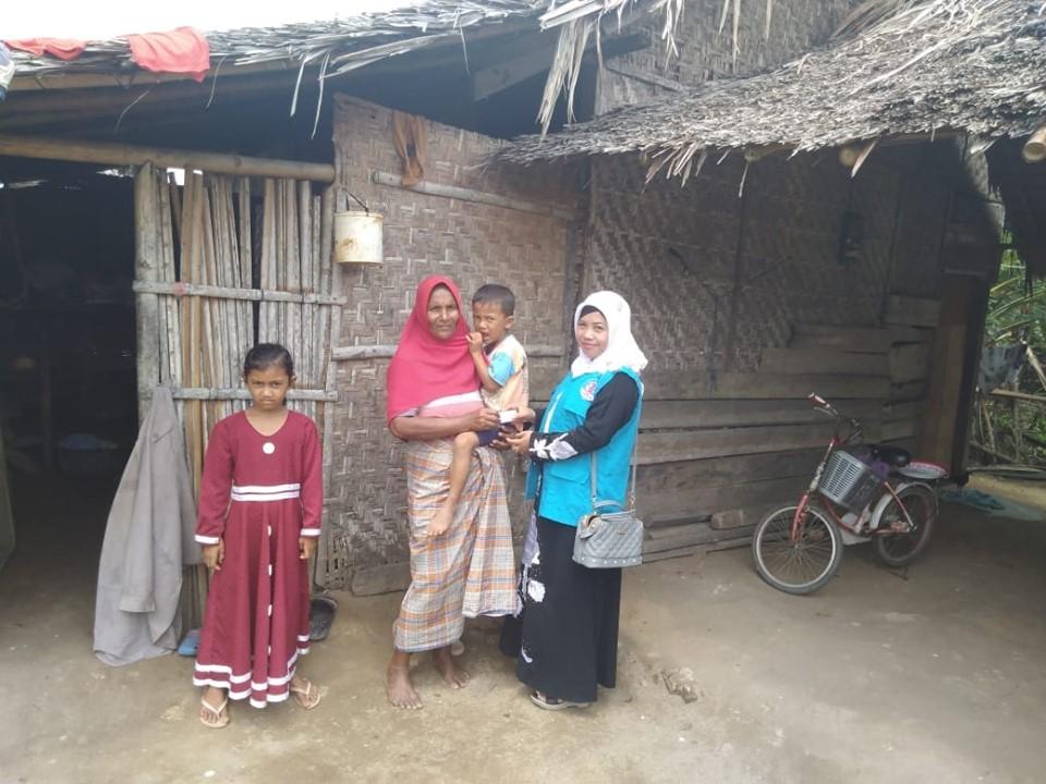 Lembaga Peduli Dhuafa (LPD) Aceh Utara kunjungi seorang Janda merawat lima cucu  yang sudah meninggal ibunya, di Aceh Utara