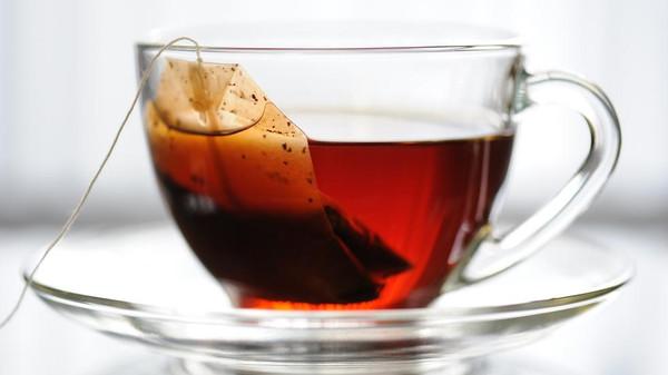 """فائدة """"غريبة"""" للشاي الساخن.. لن تصدق ما يفعله بالعيون"""