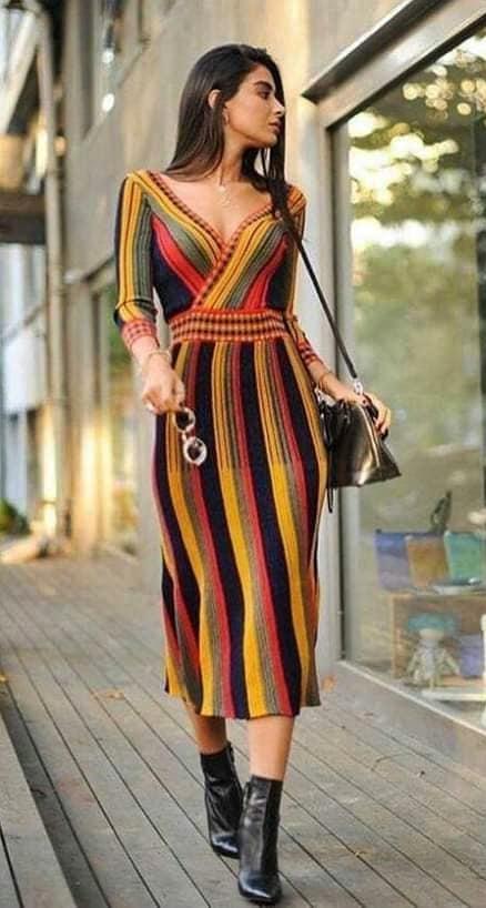 sukienka szydełkiem lub na drutach