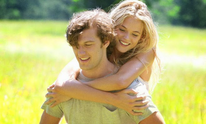 """'ENDLESS LOVE' (2014). Going against her father's wishes, a girl falls in love with the """"wrong"""" boy. Remake of the 80s film. All review text © Rissi JC"""