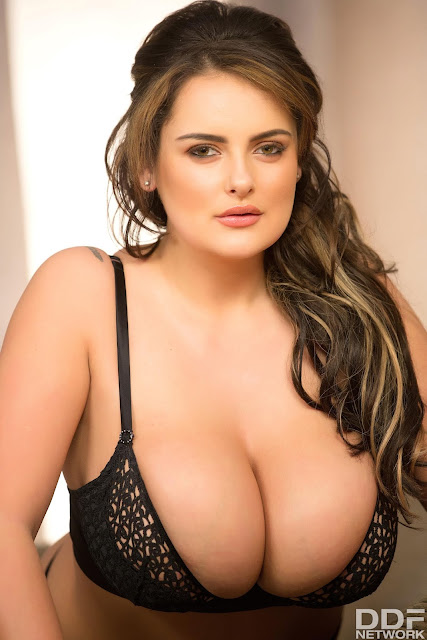 Katie Thornton big boobs hanging out sexy pic