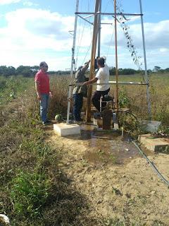 Desobstrução de poço, garante água a comunidades rurais em Picuí