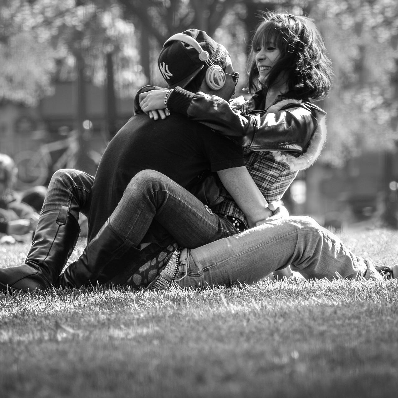 Πώς να ξέρεις αν ένα κορίτσι θέλει να σε βρει