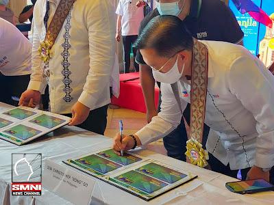 Philippine Senator Bong Go wearing our gold and white rosette leis