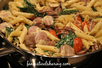 Kicked Up Sausage Alfredo | This alfredo dish is kicked up a notch with browned turkey sausage, spinach, and roasted tomatoes! #recipe #alfredo #maindish #pasta