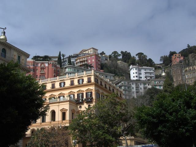 Neapol widok na miasto, ciekawe rzeczy
