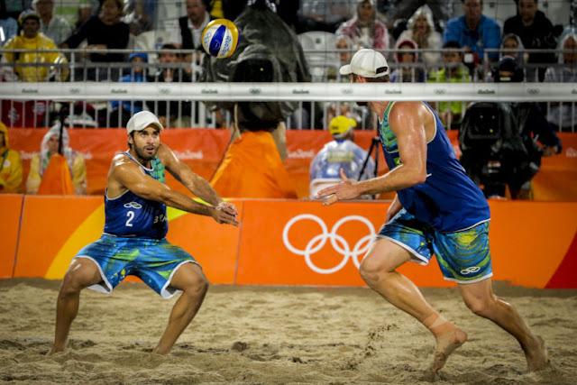 Alison e Bruno Schmidt na final do vôlei de praia dos Jogos Olímpicos Rio 2016