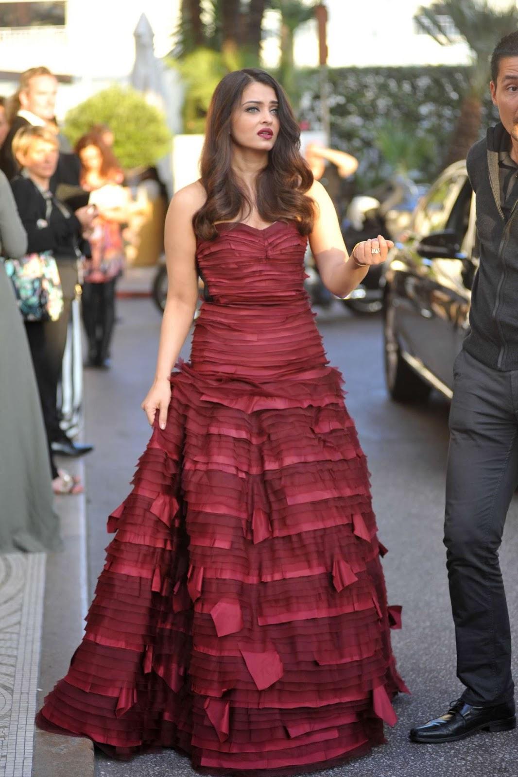 Aishwarya Rai Bachchan Looks Irresistibly Sexy In Oscar De -7657