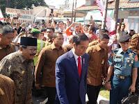 Jokowi Bagikan 1.000 KIP ke Anak-anak di Malang