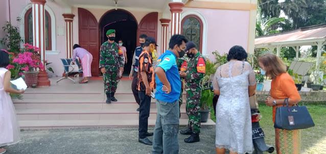 Personel TNI-POLRI dan OKP saat pengamanan gereja di Tiga Dolok 3