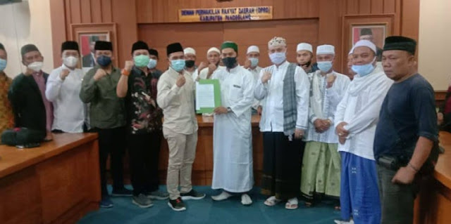 Puluhan Ulama dan Tokoh Datangi DPRD Pandeglang Tuntut HR5 dkk Dibebaskan