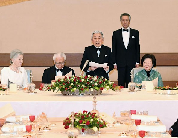Emperor Akihito, Empress Michiko, Crown Prince Naruhiro, Crown Princess Masako, Prince Akishino, Princess Kiko, Princess Mako and Princess Kako