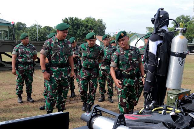 Pangdivif 2 Kostrad Kunjungi Markas Yonzipur 10 Kostrad di Pasuruan