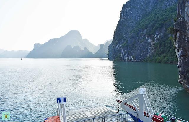 Ferry Tau Chau a Cat Ba