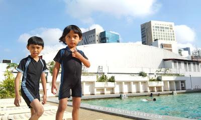Berenang di hotel Elmi Surabaya