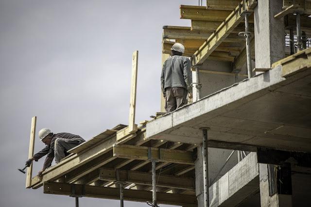 Trabalhadores em construção