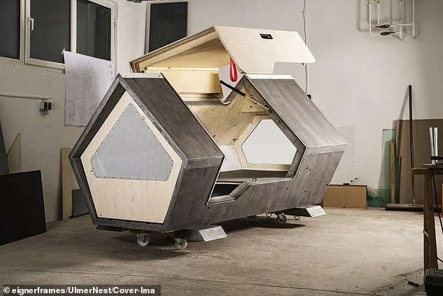 """Sleeping capsules ... a German city applies an innovative idea to protect the homeless from the bitter cold """"Ulmer Nest"""""""