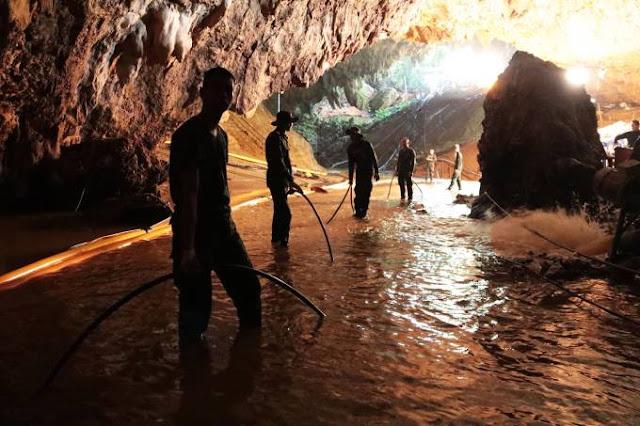 Quatro garotos são resgatados de caverna na Tailândia