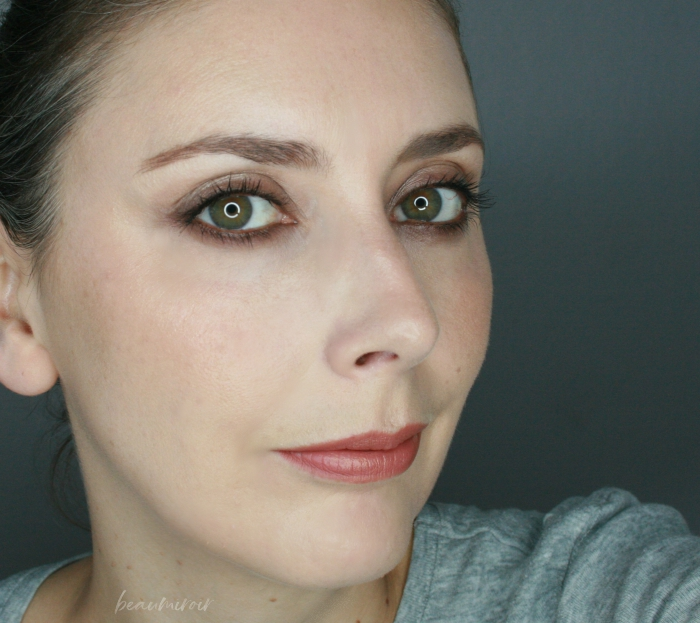 fall makeup look with smudged brown liner smokey eye matte lips