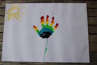 individual de mesa, feito a partir da marca da mão de uma criança