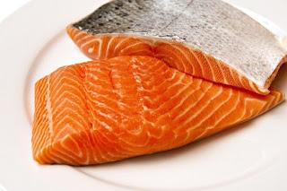 daging ikan salmon membantu mengembalikan tenaga dan stamina setelah fitnes