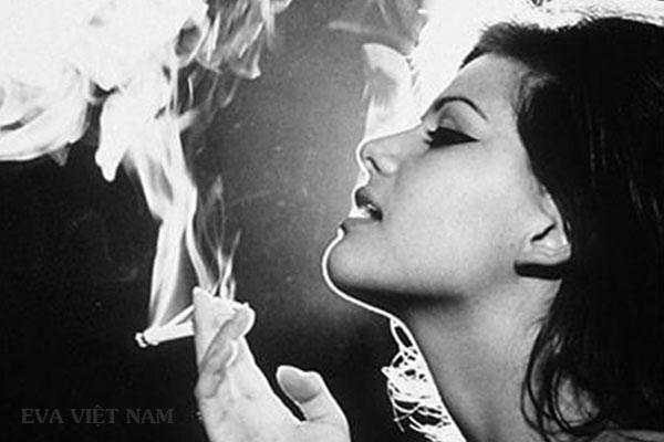 Môi bị thâm do hút thuốc lá