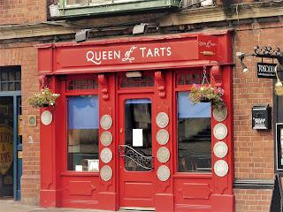 Queen of Tarts, poza din exterior