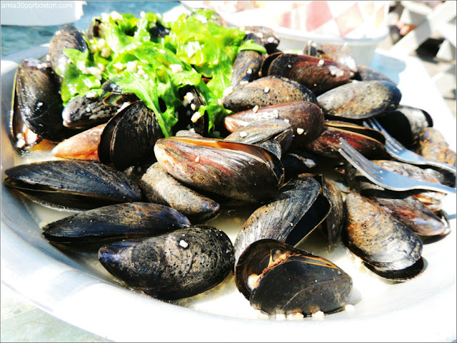 Bayley's Lobster Pound: Garlic Mussels $14