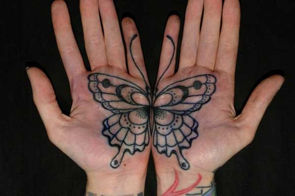 el içi kelebek dövmesi