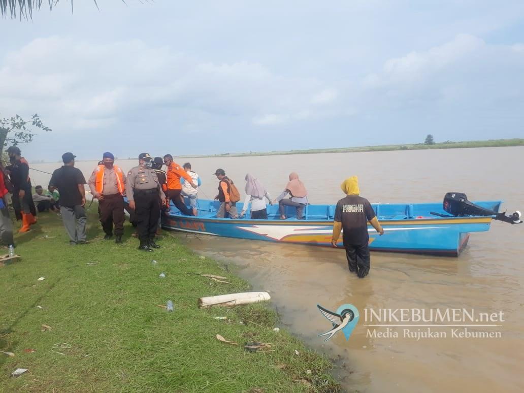 Pencarian Dua Remaja Tenggelam di Klirong Dilanjutkan Pagi ini
