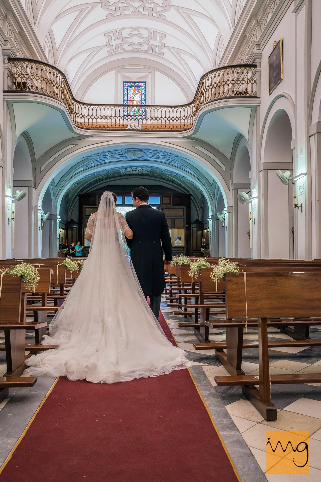 Fotografía de boda, saliendo de la iglesia