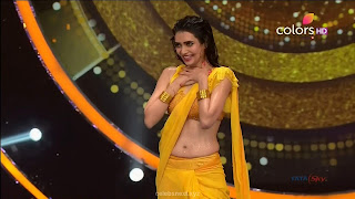 Karishma Tanna in Wet Yellow Saree on Stage Dance performence (43).jpg