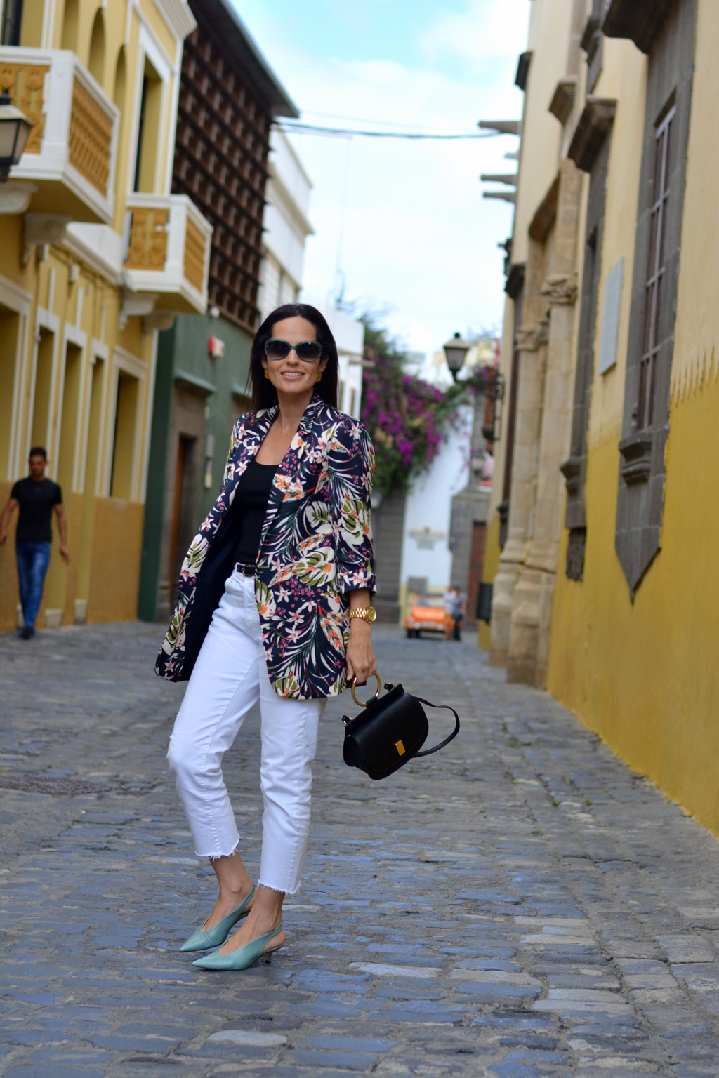 zara-flowered-long-blazer-white-jeans
