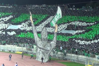 أولتراس الرجاء يطالب اللاعبين بصدارة الدوري المغربي ويفتح النار على التحكيم