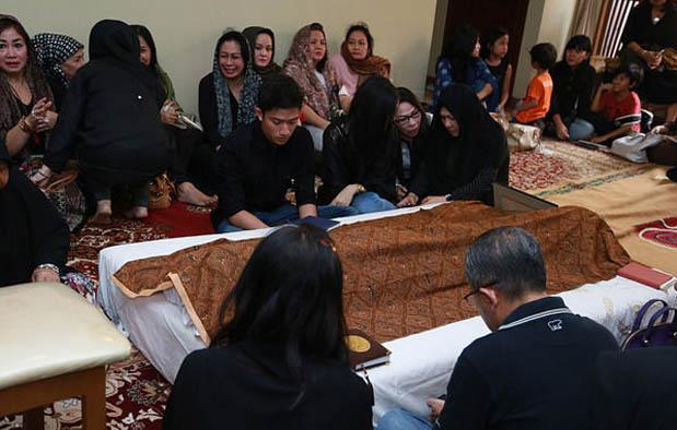 Siapa orangnya yang tak bersedih hati kalau ayah yang dicintainya meninggal dunia tanpa did  - 6  Ayah Meninggal berdasarkan Islam dan Primbon Jawa