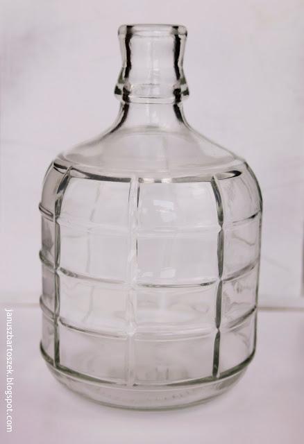 szklana butelka jako dekoracja