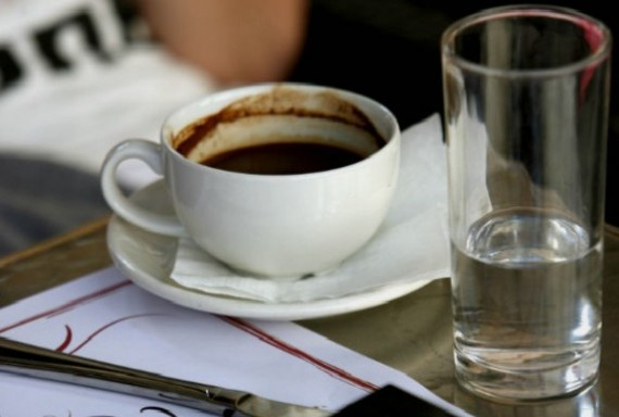 Τέσσερις λόγοι για να μην ξαναπετάξετε το κατακάθι του καφέ
