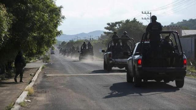 Por tierra mar y aire con 4 helicópteros mega operativo contra El CJNG en Aguillila, Michoacan les tumban lanzacohetes, mortero, 11 rifles y 17 granadas