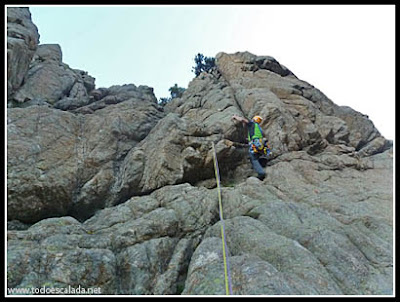 Escalando la arista de Zonza, Coll de Bavella