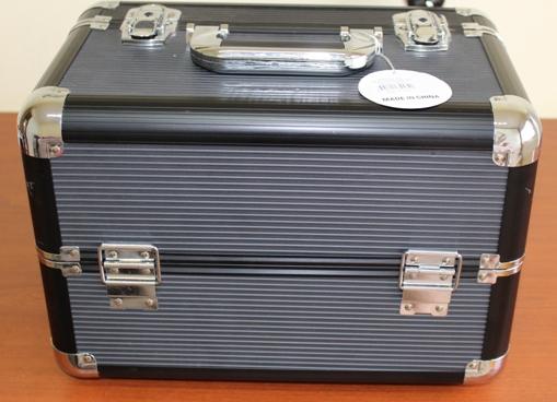 54b71a741 Já gostei quando abri a caixa, pois ela é de material duro, bem mais  resistente que a outra que tenho. Essa maletinha tem as divisórias móveis,  ...