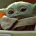 """Jon Favreau compartilha cena dos bastidores de """"Baby Yoda"""" para o dia de Ação de Graças"""
