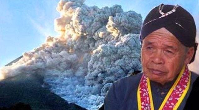 Mbah Maridjan  jurukunci atau yang menjaga Gunung Merapi Yogyakarta.