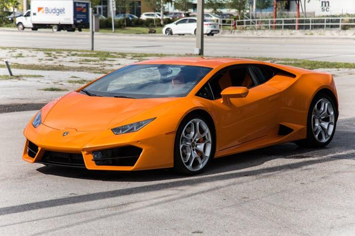 Rich kid Việt 17 tuổi khoe bộ sưu tập xe khủng: Lamborghini, Ferrari và Rolls-Royce... đỗ kín nhà